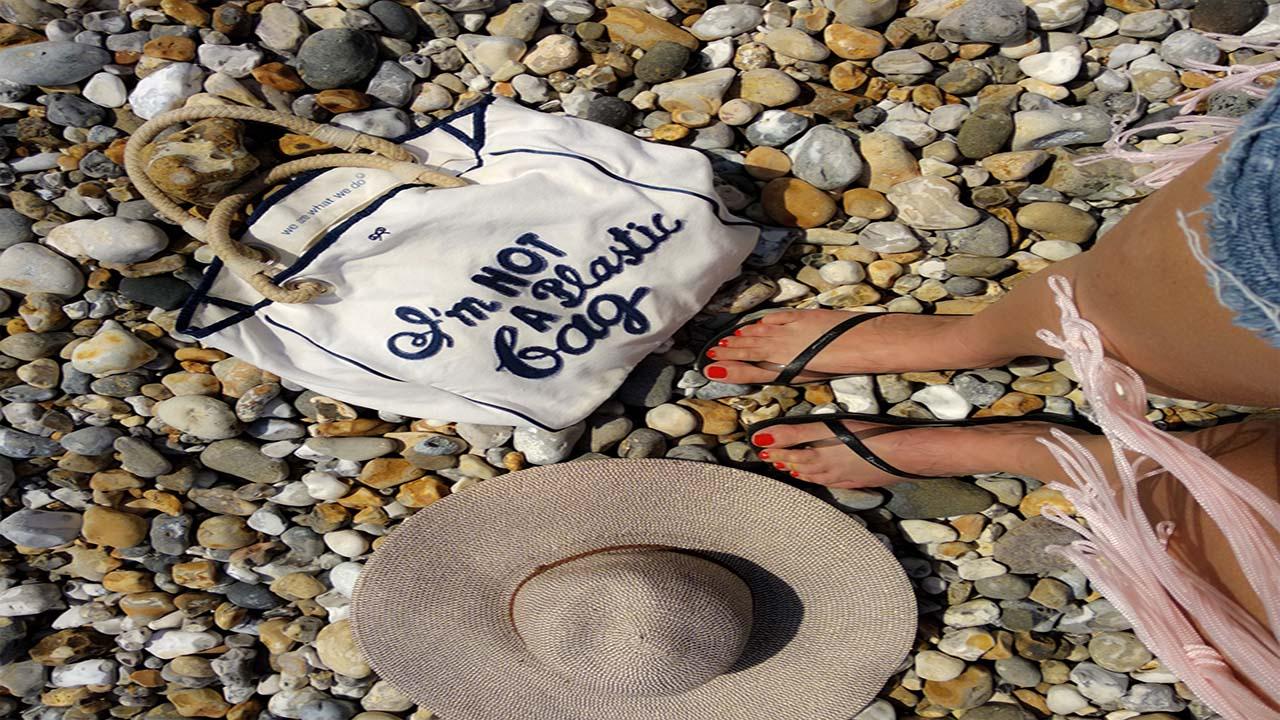 on-the-beach-4050897_1920